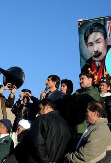 Usman Kasi of Pashtoonkhwa Millin Awami Party speaking to mourners.