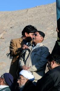 Dr. Hakim Baloch of Balochistan National Congress speaking to mourners at Hazara Graveyard.